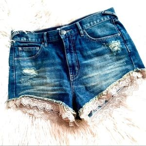 Free People Destructed Crochet Hem Shorts❤️